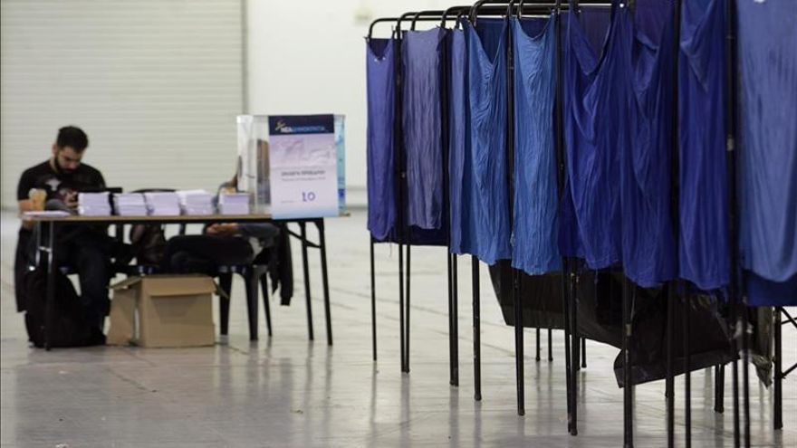 Los conservadores griegos suspenden la elección de su presidente por un fallo técnico