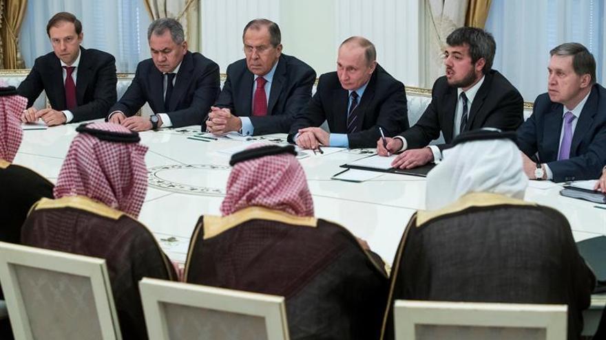Putin: las acciones consensuadas con saudíes estabilizan el mercado del crudo