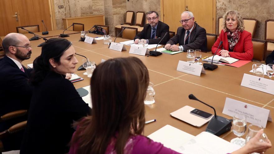 Díaz Tezanos, durante la reunión con la secretaria de Estado de Medio Ambiente, María García. (Foto: EFE)