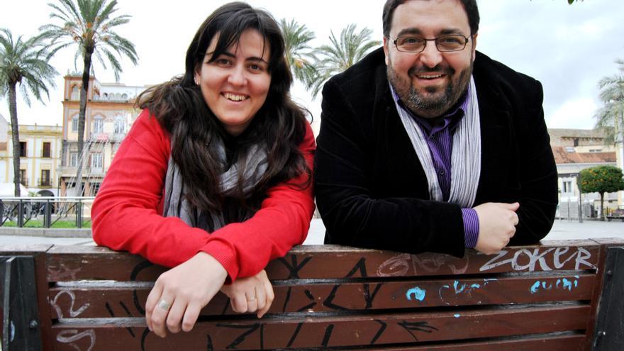 José María Nuñez y Silvia Tostado, de Fundación Triángulo, justos celebrando la nueva Ley LGTBI extremeña / JCD