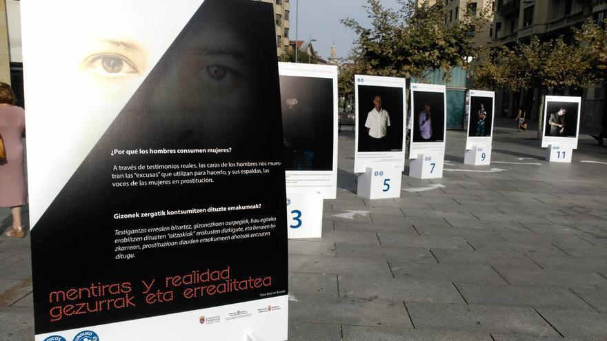 Exposición 'Mentiras y realidad' sobre la prostitución, de Médicos del Mundo Navarra.