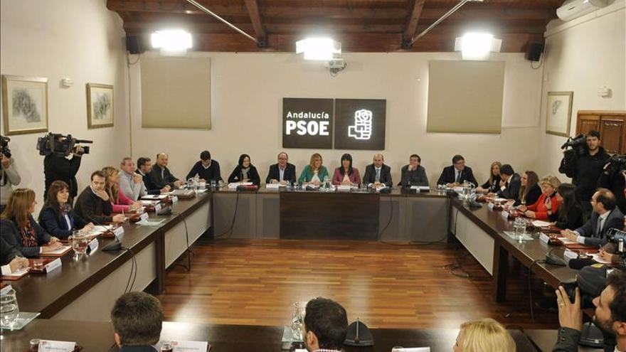 El PSOE-A niega tensión con IU y dice que el pacto de gobierno tiene buena salud
