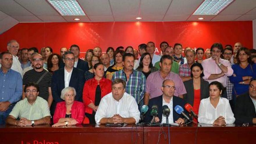 En la imagen, acto de apoyo de la militancia a los seis consejeros socialistas expulsados.