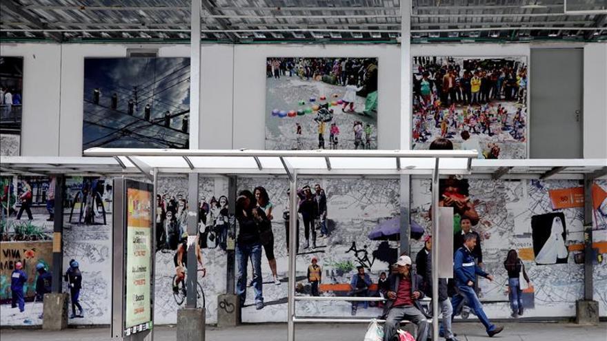 Artista espa ol reaviva el centro de bogot con mural a for Mural nuestra carne