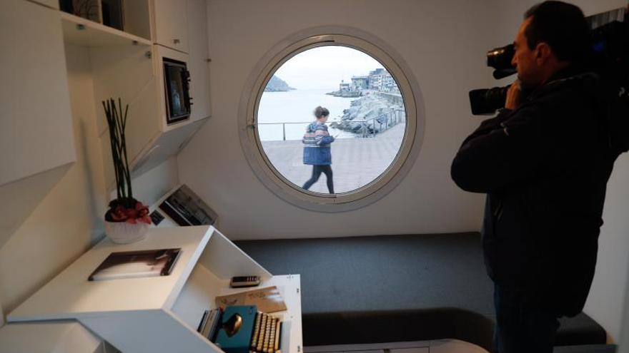 Instalan en San Sebastián la réplica de una cápsula de Nagakin Tower
