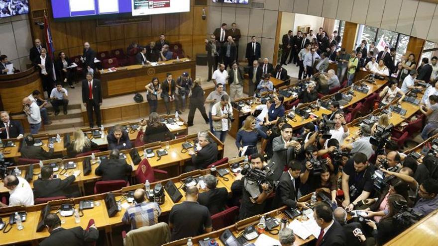 Diputados paraguayos entierran el polémico proyecto de reelección presidencial