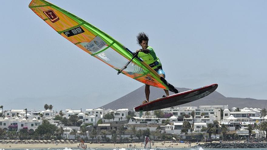 Antony Ruenes, ganador del Campeonato Europeo de Windsurf celebrado en Lanzarote. (Foto: EFPT/Bellande).