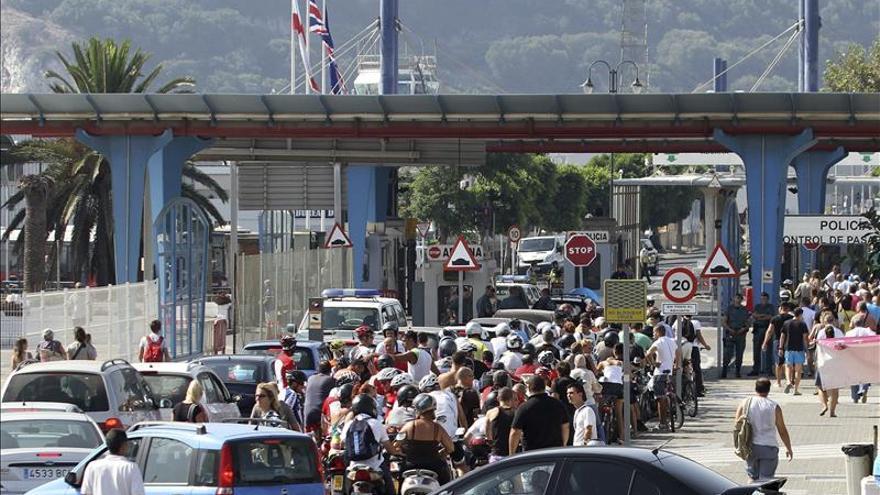 Decenas de personas piden el fin de las colas en Gibraltar