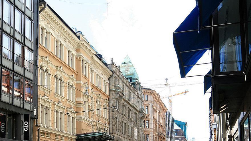Calle Aleksanterinkatu, en el centro de Helsinki