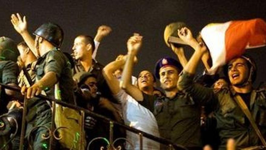 """La comunidad internacional pide """"calma"""" tras el golpe de Estado en Egipto."""