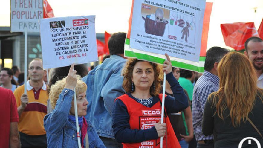 Protesta de sindicalistas de CCOO por la educación.   MADERO CUBERO
