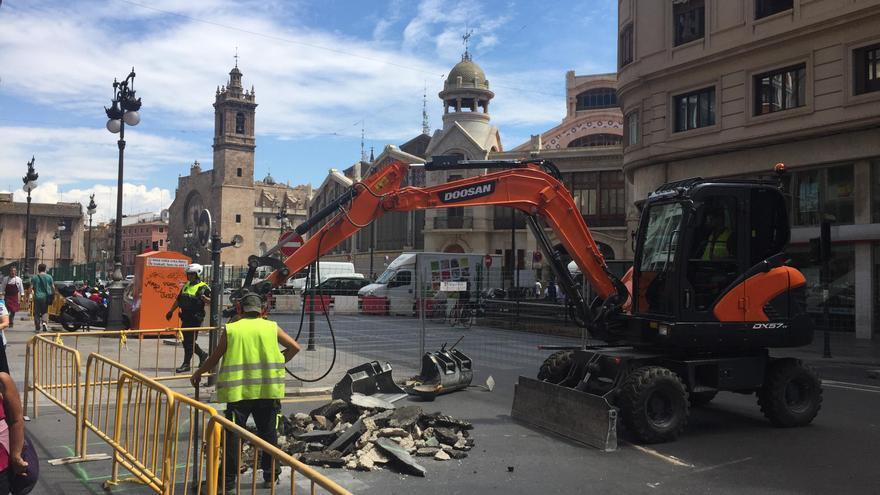 Las obras del aparcamiento han cortado la avenida del Oest