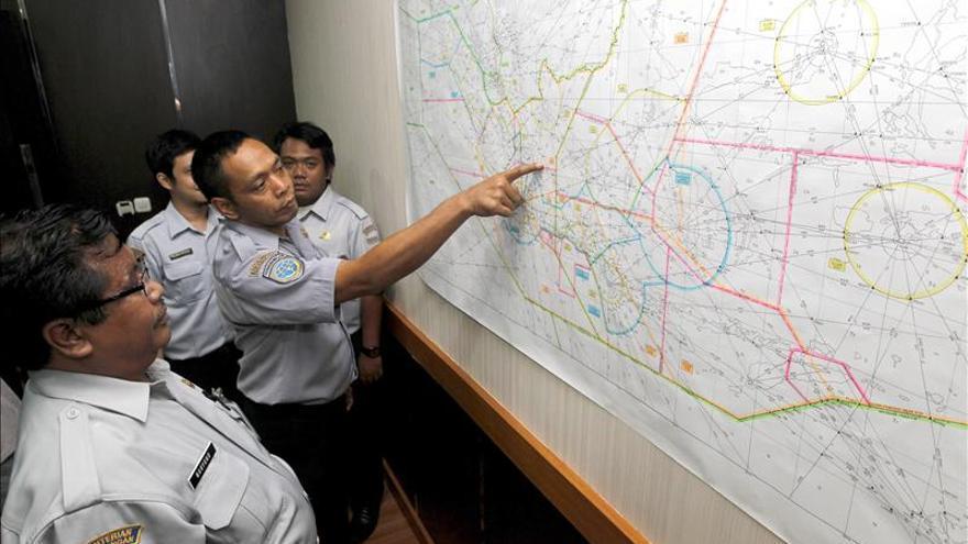 Se reanudan las operaciones de búsqueda y rescate del avión de AirAsia
