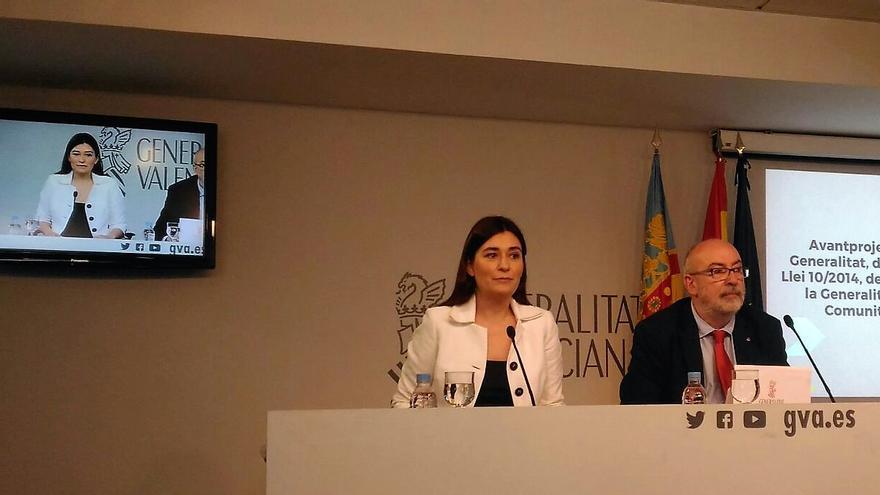 Los consellers Carmen Montón y Manuel Alcaraz en la rueda de prensa posterior al pleno del Consell