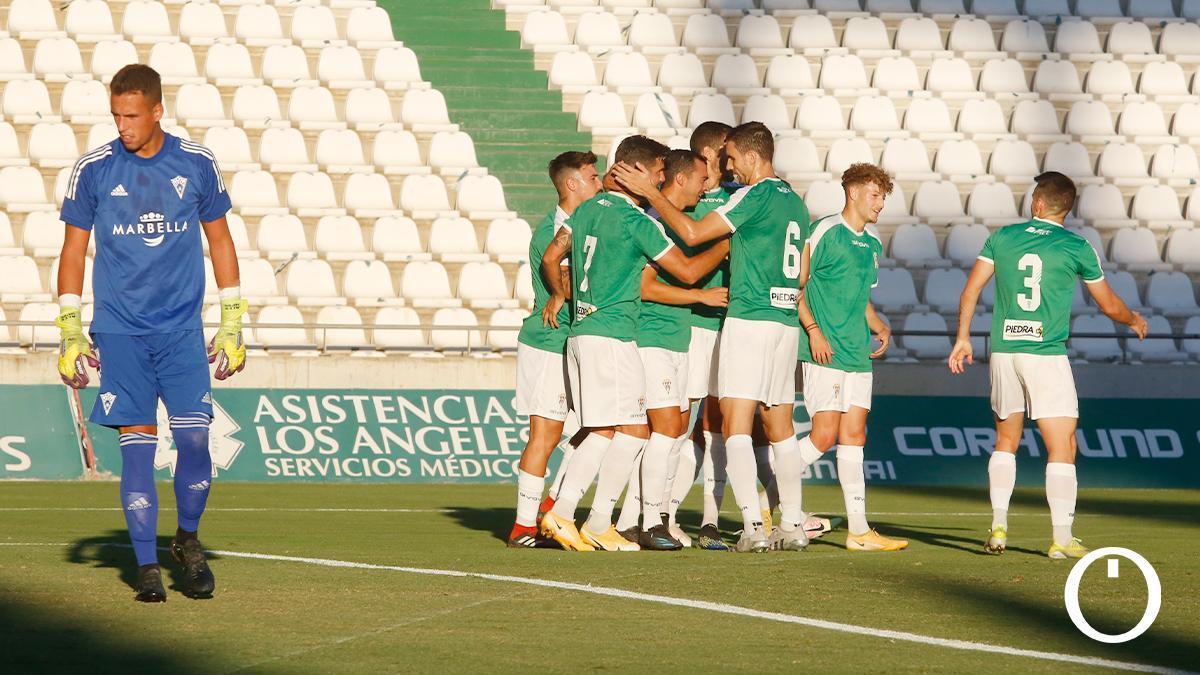 Jugadores del Córdoba CF celebran un gol
