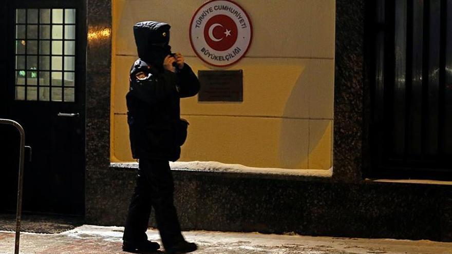 Expertos rusos viajan a Turquía para investigar asesinato del embajador ruso