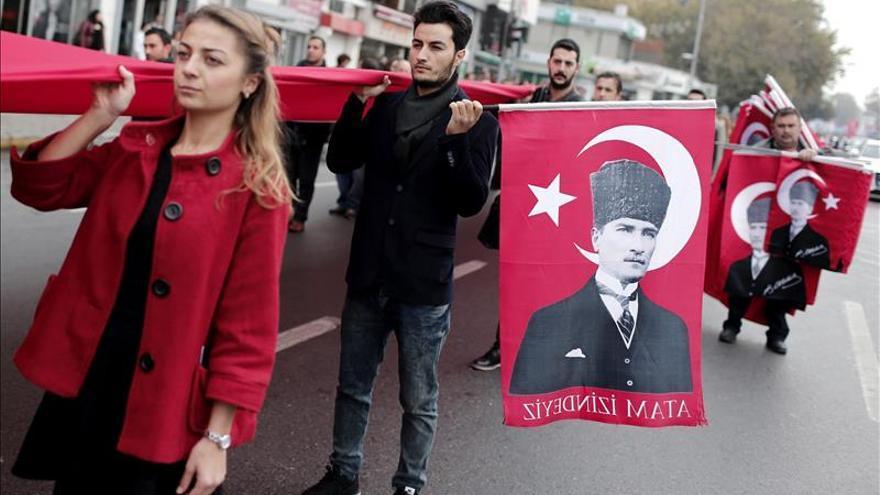 """La UE ve una """"tendencia negativa"""" en Turquía en el respeto a los derechos y libertades"""