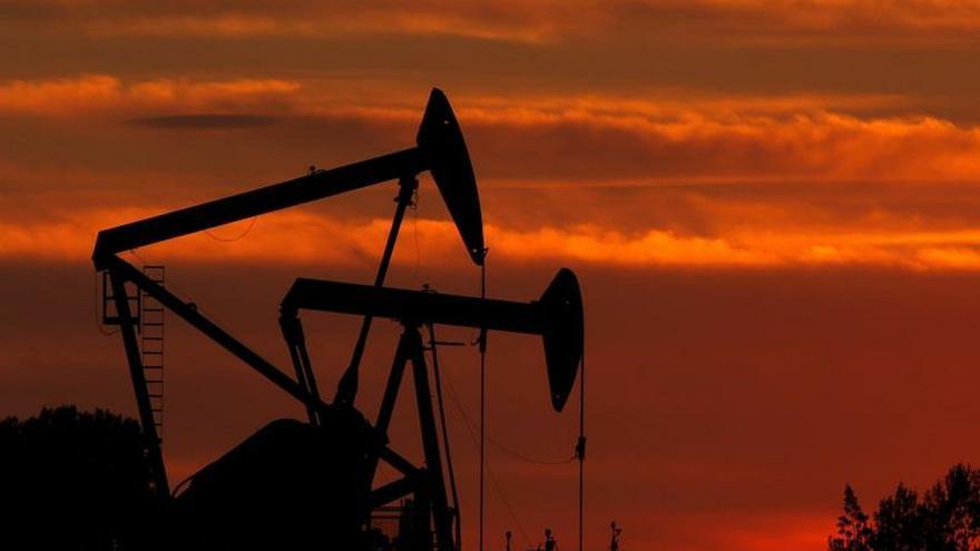 El petróleo de Texas baja un 0,49 % por el aumento de inventarios en EE.UU.