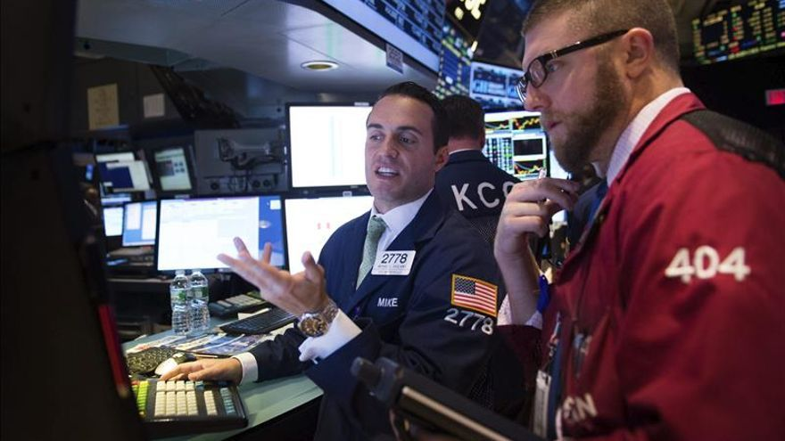 Wall Street reduce las pérdidas y el Dow Jones baja un 0,19 por ciento a media sesión
