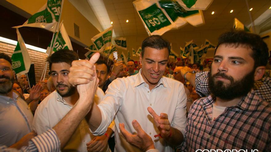 Sánchez recibiendo el apoyo de sus simpatizantes | MADERO CUBERO