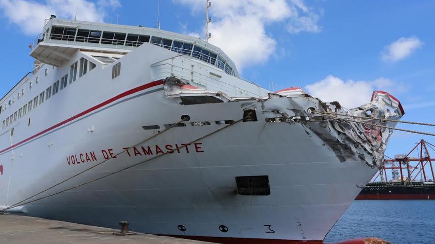 Así quedó la proa del ferry de Naviera Armas. (Alejandro Ramos)