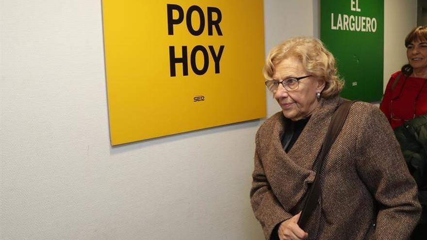 Carmena descarta dimisiones en su Gobierno tras cesar a su edil de Hacienda
