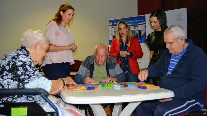 Resultado de imagen de El Hospital de Dolores pone en marcha un taller de agilidad mental para sus pacientes