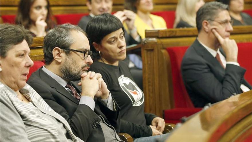 """JxS y CUP pactan iniciar el proceso hacia una """"república"""" catalana ignorando al TC"""