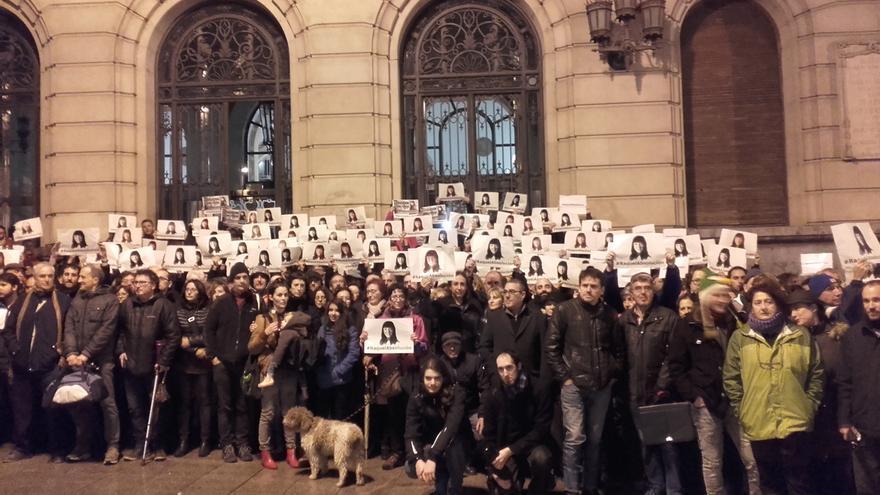 Concentración en Zaragoza, antes del juicio, en apoyo a Raquel Tenías.