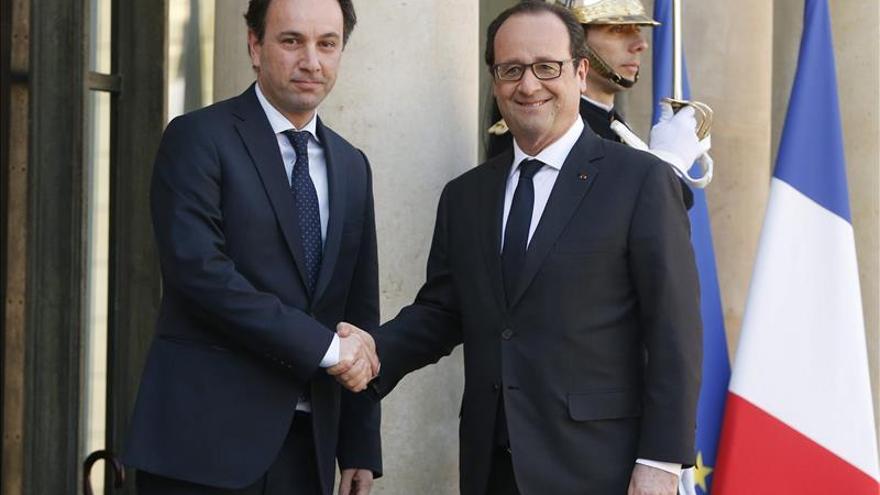 Hollande reitera su apoyo a la oposición moderada siria