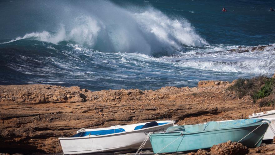 El temporal de mar y viento remite aunque 12 comunidades siguen aún en alerta