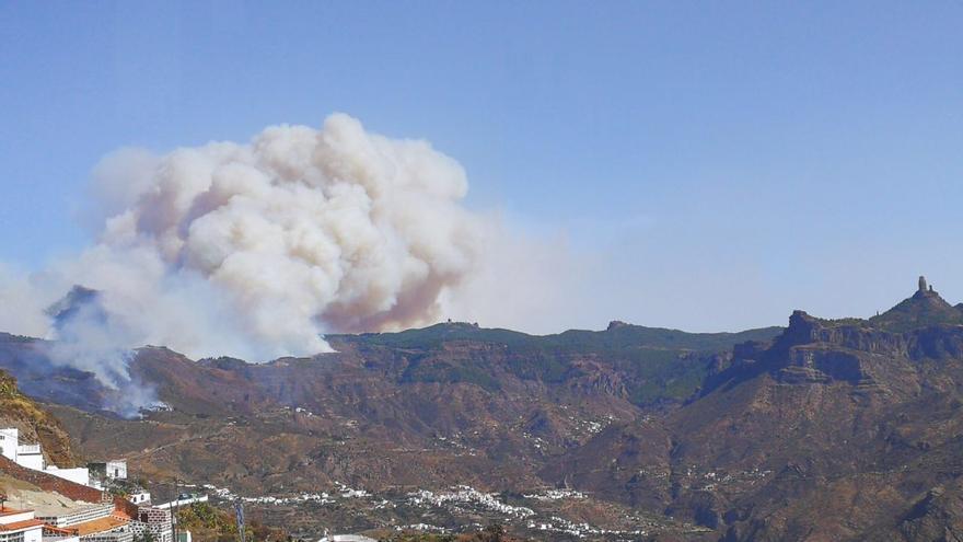 Fuego en Tejeda desde Artenara