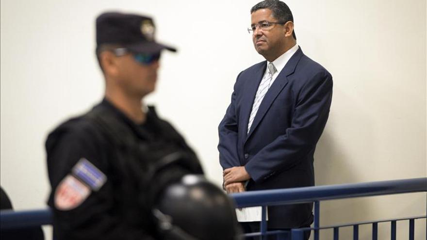 El expresidente salvadoreño Flores es enviado a juicio por corrupción y blanqueo