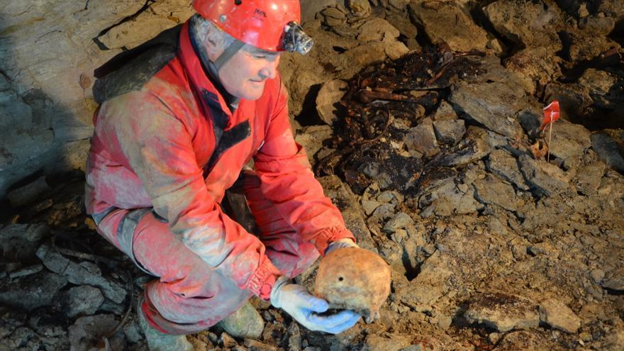 Una de las fosas investigadas en la que se hallaron restos humanos.