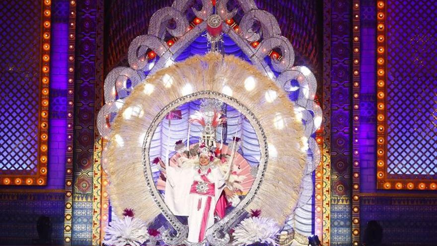 María Leonor Morera, con la fantasía 'Madame Butterfly'. (AYUNTAMIENTO DE LAS PALMAS DE GRAN CANARIA)