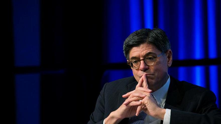 El secretario del Tesoro de EEUU advierte a Trump contra el déficit presupuestario