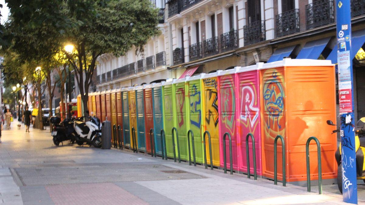 WC portátiles instalados en C/ Barquillo | SOMOS CHUECA