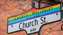 Las calles Church y Wellesley marcan el centro del barrio gay de Toronto.