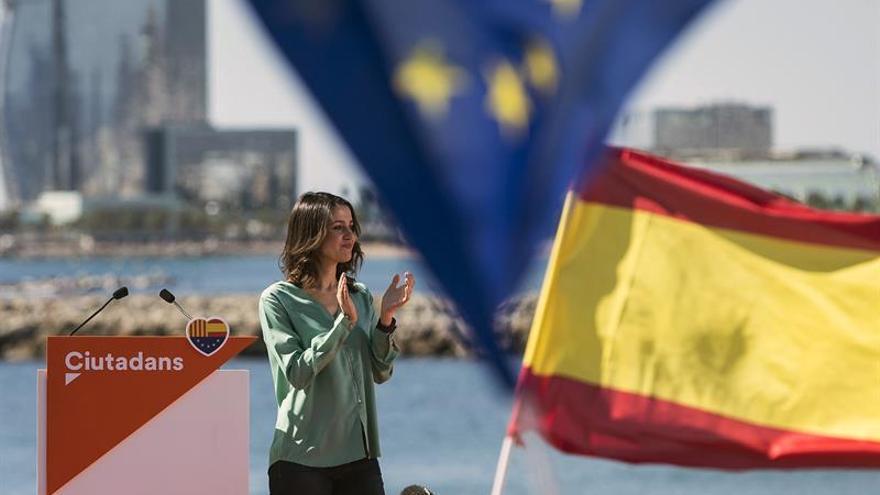 """Arrimadas responsabiliza a Puigdemont de los efectos del """"choque entre catalanes"""""""