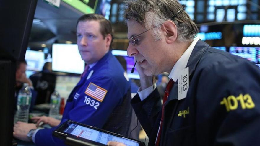 Wall Street abre con fuertes pérdidas y el Dow Jones cae un 0,81 %