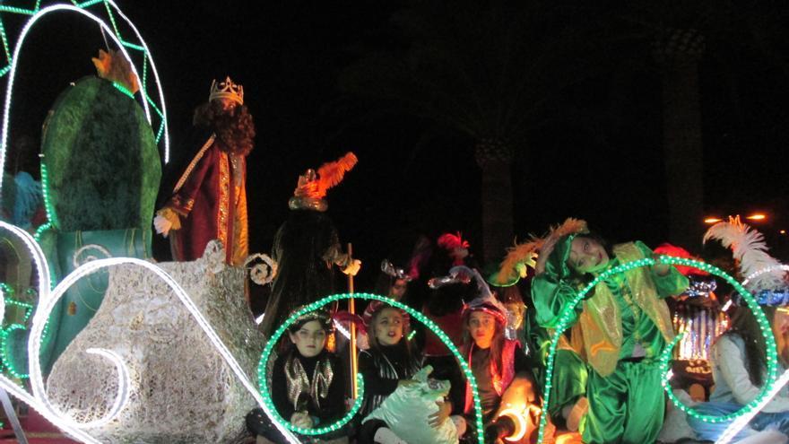 En la imagen, cabalgata de los Reyes Magos en Santa Cruz de La Palma. Foto: LUZ RODRÍGUEZ