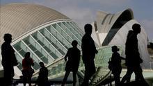 Un grupo de turistas visita la Ciudad de las Artes y las Ciencias
