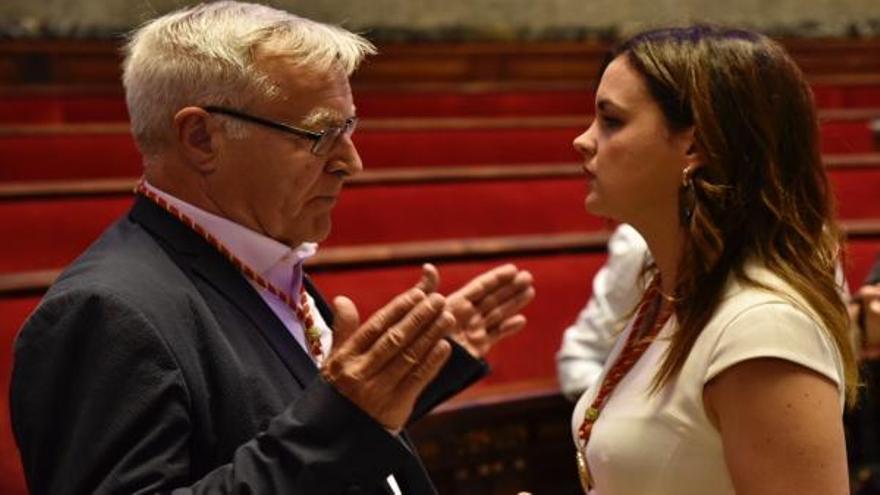 El alcalde de València, Joan Ribó, con la portavoz socialista, Sandra Gómez