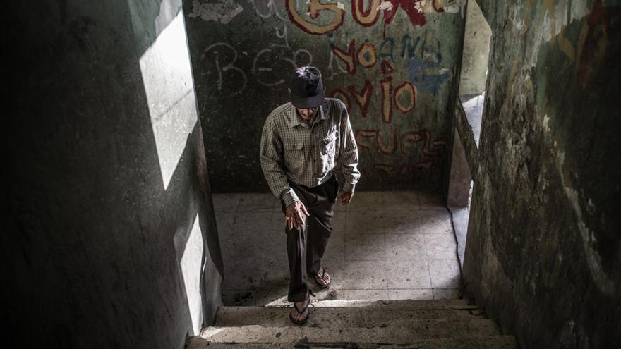 Socorro Euclides Pimentel Encarnación vive en el albergue La Marina, un antiguo cuartel militar de la época del Dictador Trujillo.