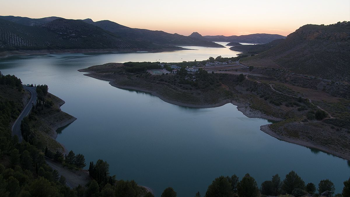 Vista general del pantano de Iznájar.