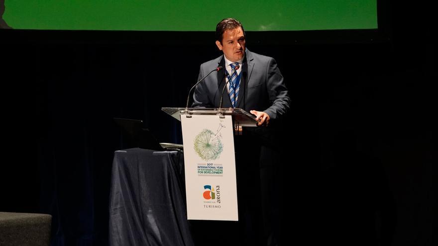 José Julián Mena, alcalde de Arona, del PSOE