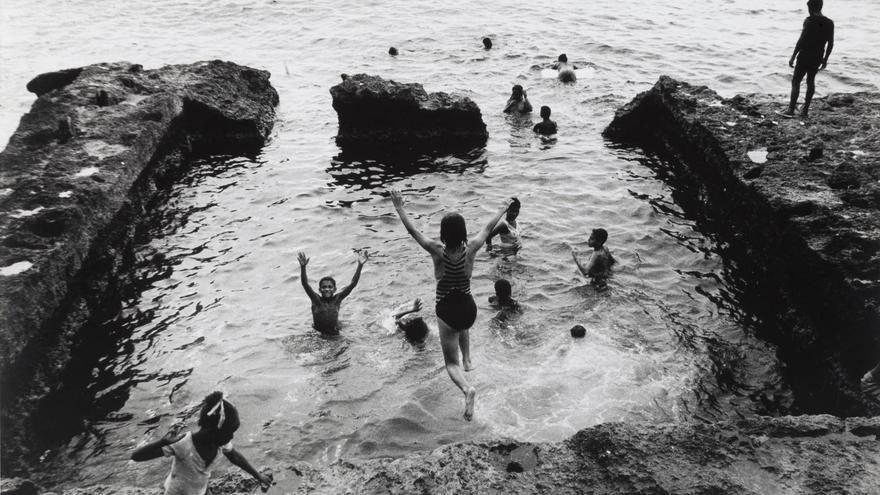 Baño en el Malecón, 1994. COLITA