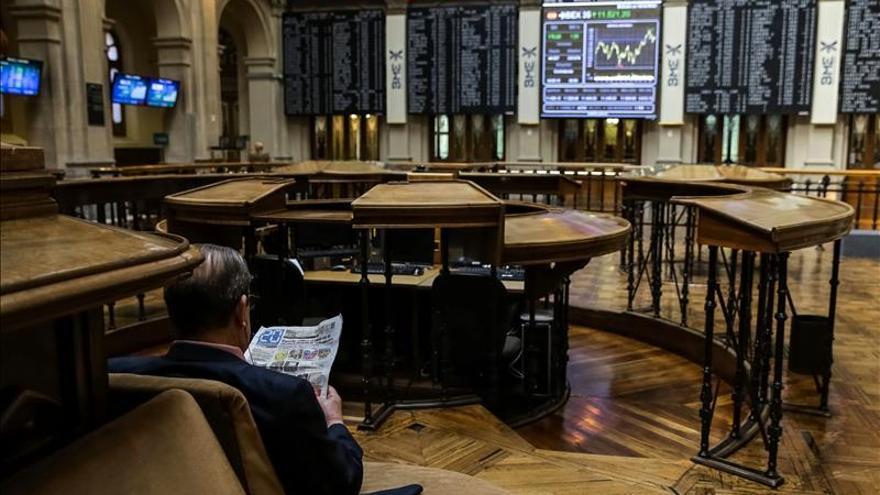 El ÍBEX 35 cae el 0,27 por ciento a mediodía y se aleja de los 11.600 puntos