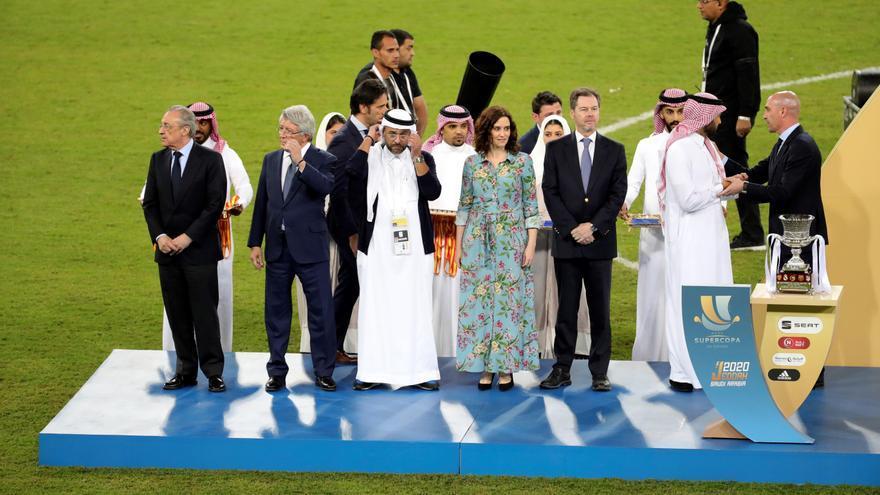 La presidenta de la Comunidad de Madrid, Isabel Díaz Ayuso durante la celebración de la Eurocopa en Arabia Saudí.