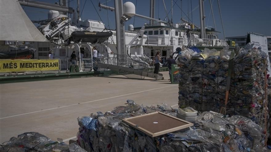 Greenpeace refleja a través del río Segura la contaminación por residuos plásticos que sufre el Mediterráneo